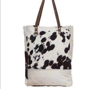 Handbags - 💥NEW💥 Black and White Hair On Tote Bag